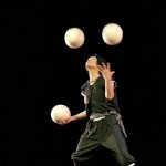 Image du numéro de jonglerie/photo from big ball juggling act - 大和Yamato